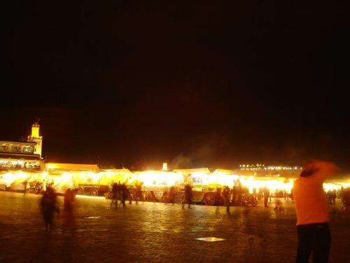Praça Jamma el Fna fervilhando a noite