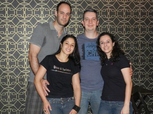 Dani e Franco com o pessoal do Quatro Cantos do Mundo