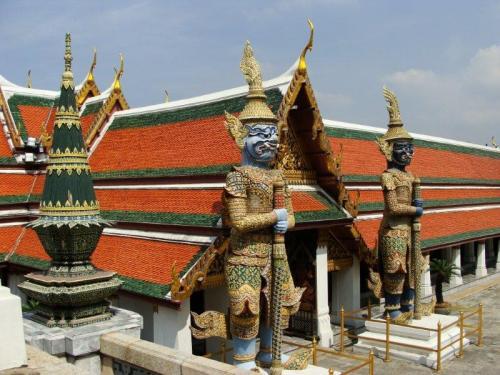 Profusão de cores do Templo do Buda de Esmeraldas