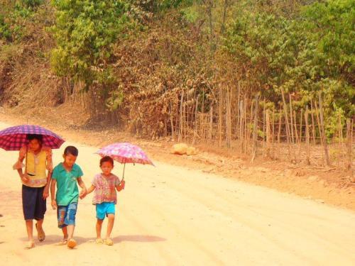 Mundo globalizado, fantástico, lindo, seguro e igual em suas diferenças (Pakse – Laos)
