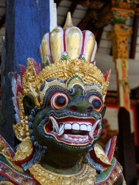 Templo Gunung Kawi em Bali, um em uma centena