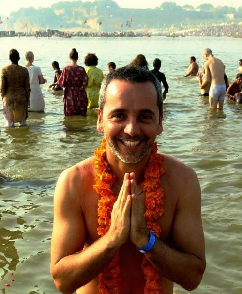 Pablo durante o banho sagrado no Sangam. Índia foi a primeira parada