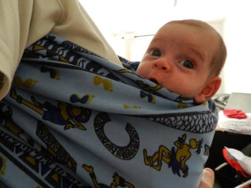 Sling: ótima opção para bebês que ainda não podem sentar