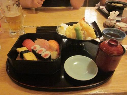 Comida japonesa parecida com a que comemos no Brasil