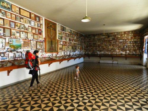 Sala dos devotos, muitas lembranças dos milagres