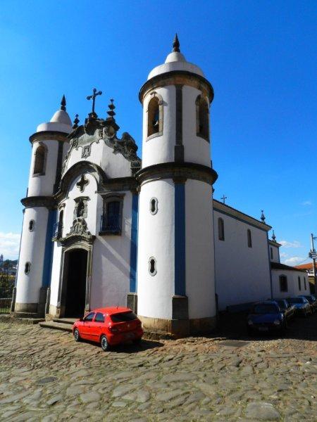 Torres arredondadas da Igreja de São José Operário