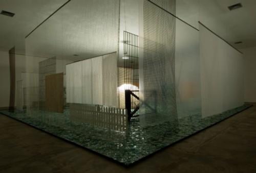 Através, obra de Cildo Meireles. Foto do site http://www.inhotim.org.br/