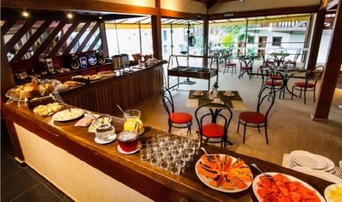 Café da manhã do hotel. Foto do site http://www.hotelembrumadinho.com.br/
