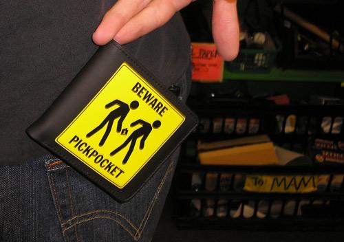 Lembrança aos japonese: Fora do Japão existem pickpockets