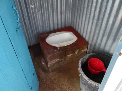caneca com água do balde