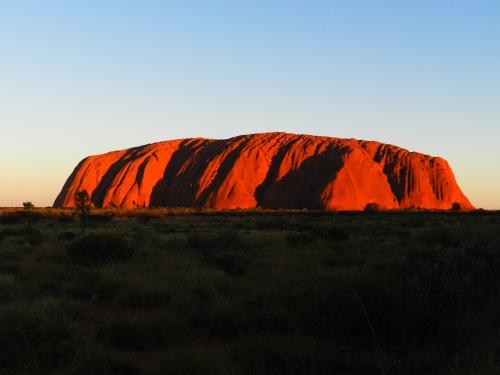 Uluru como um camaleão litetalmente muda de cor e pega fogo