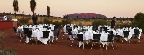 Jantar com vista para o pôr do sol em Uluru