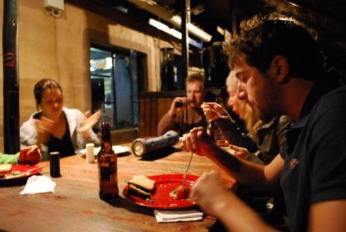 Jantando em um hostel na África do Sul