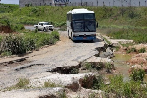 Alguém quer dirigir nesta estrada com a família?