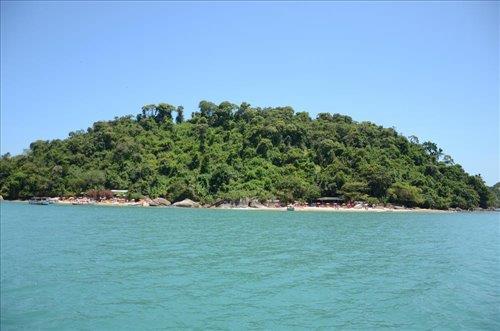 Ilha do Pelado Grande ótima opção para passar o dia