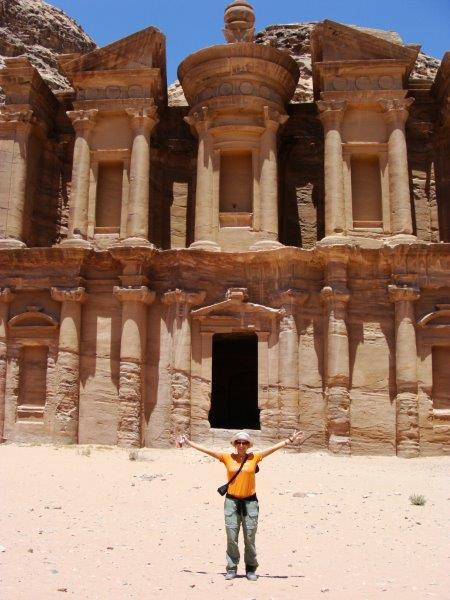 Vale o sacrifício da subida para chegar ao Monasterio Ad-Deir
