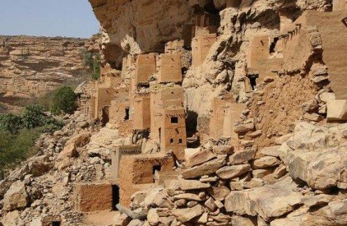 Casas penduradas no Penhasco de Bandigara