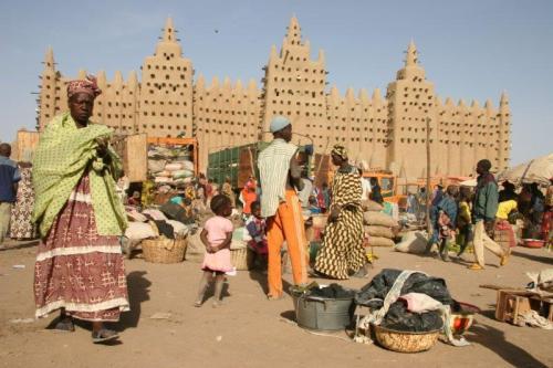 Mesquita de Djenné em dia de feira livre
