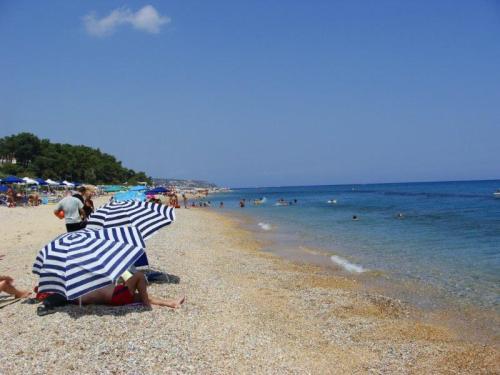 Azul do mar de Skala Beach