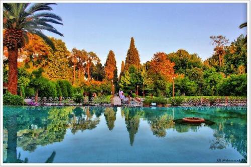 Jardim Eram (Jardim do Paraíso) em Shiraz é um típico jardim persa