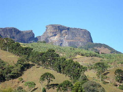 Pedra do Baú uma das belezas naturais de São Bento do Sapucaí