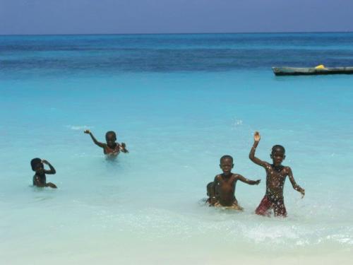 Crianças na praia uma constante em nossas viagens