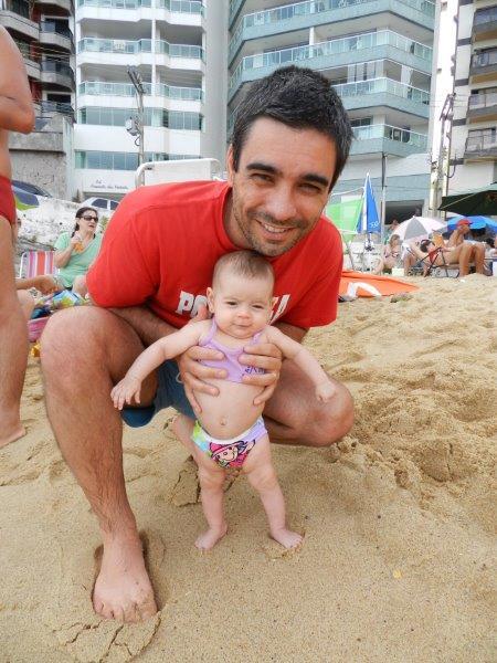 Olha eu ai curtindo a praia aos 3 (meses)