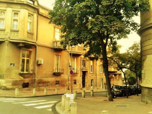 Edifício decrépito de Belgrado