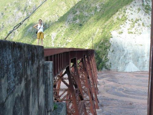 Deveria passar um rio em baixo do Viaduto El Toro