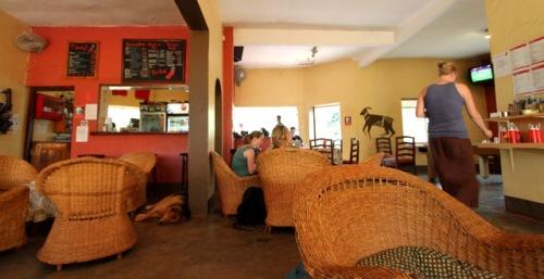 Ambiente descontraído do Red Chilli em Kampala