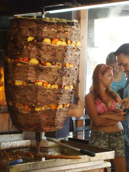Olha o tamanho do Doner Kebab. Será que eles gostam?