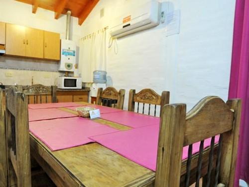 Cozinha da cabana para seis pessoas