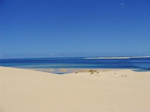 e o contraste dela com o mar ainda mais maravilhoso