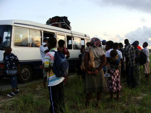 Machimbombo quebrado em uma de nossas viagens por Moçambique