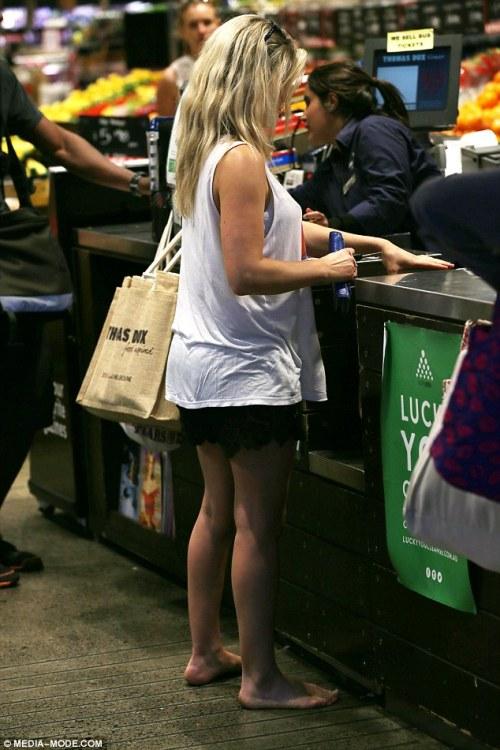 Descalços até em shoppings
