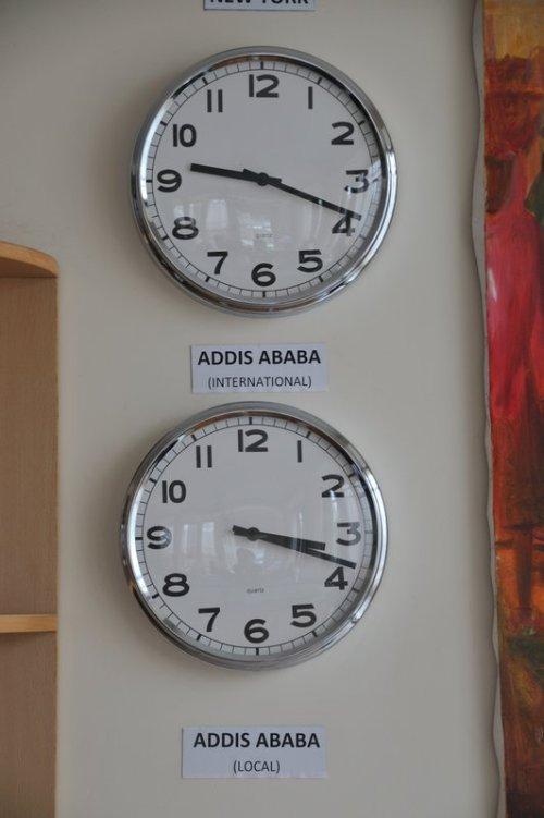 Dois horários diferentes no mesmo local