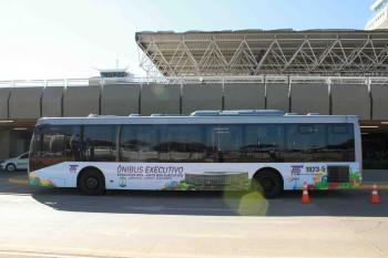 Ônibus com ar condicionado e bagageiro