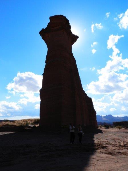 La Torre. Reparem no tamaho das pessoas perto dela