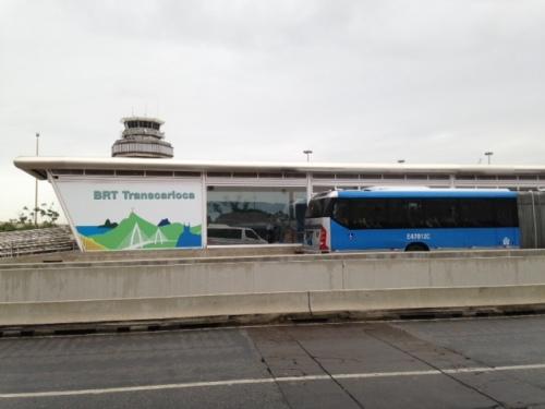 estação do BRT no Galeão - piso de desembarque