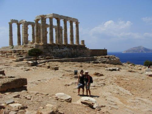 Templo de Poseidon como belo mar Egeu ao fundo
