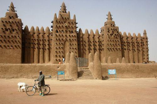 Um dia de calmaria em frente a mesquita (foto do site wikipedia)