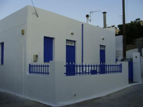 Adamas e suas casinhas azuis e brancas