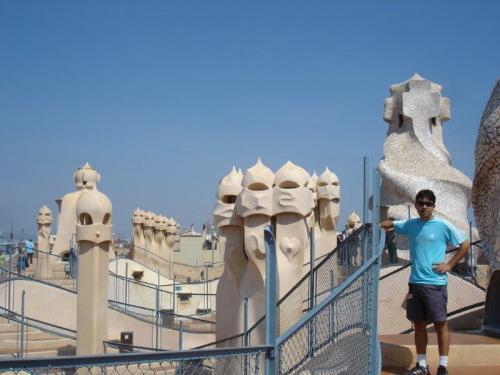 Isso é um telhado? Não. É um telhado de Gaudí