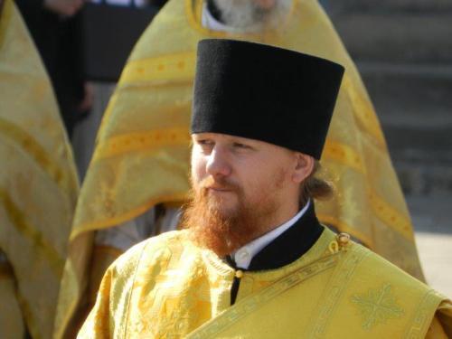 e seus discípulos em trajes religiosos