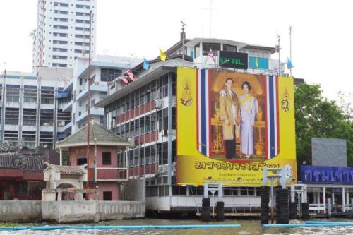 Uma das milhares de imagens do rei espalhadas pelo país