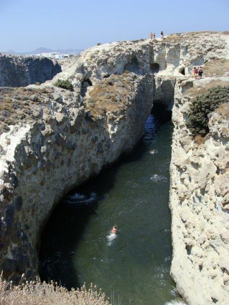 Se nadar até o buraco ao fundo você sai no alto mar