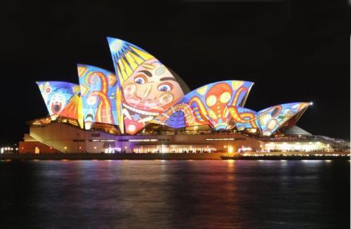 Sydney Opera House durante um show de luzes (Foto: Wikipedia)