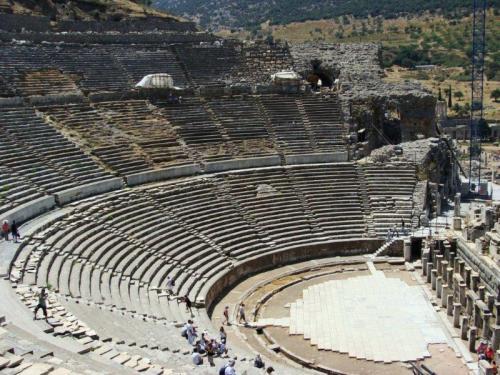 Arena de Éfesos, muitos lances de escada