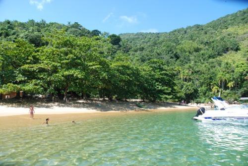 Praia do Sul (foto do site ilhaanchieta.com.br)
