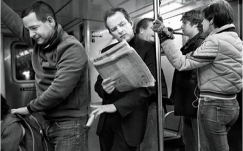 Transporte público lotado a preferência dos pickpockets